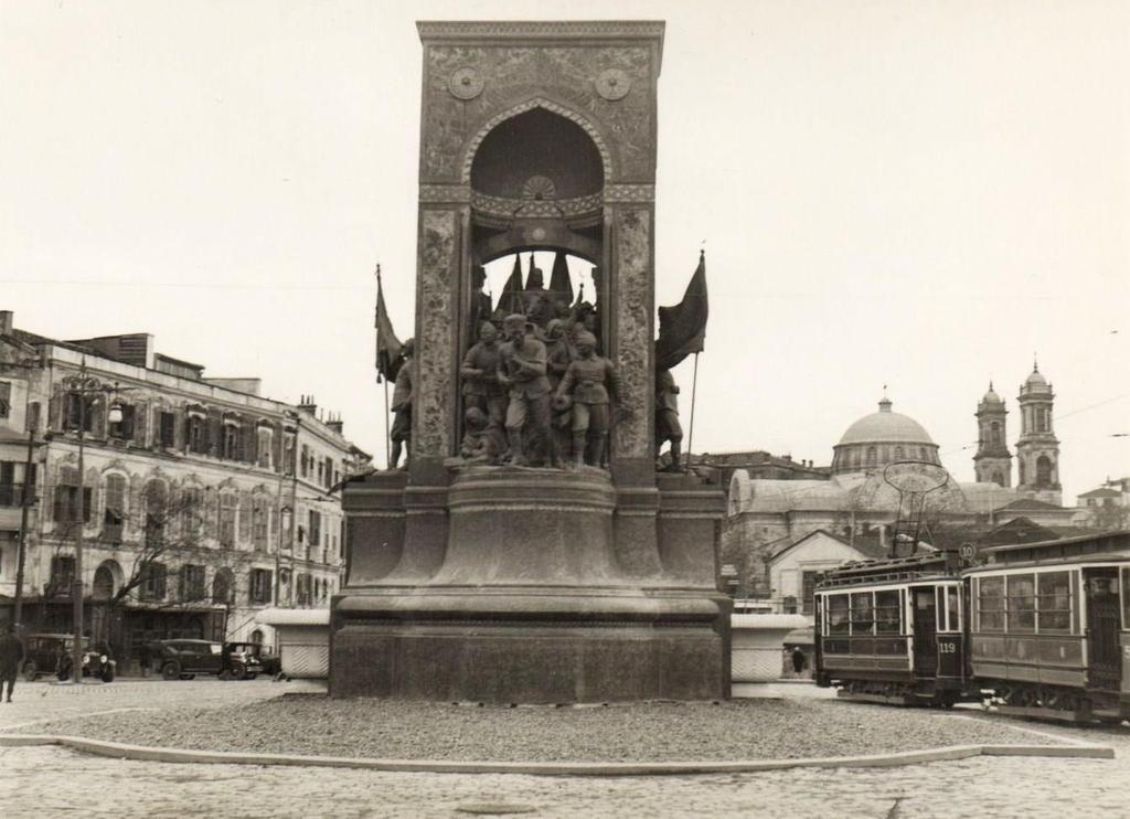 Taksim Meydanı (1930'lu yıllar) #istanbul #Beyoğlu http://t.co/vzhmHhWH5g