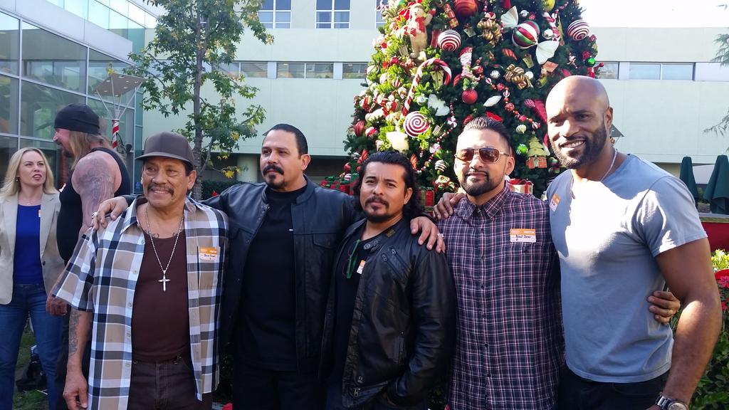 Children's Hospital LA, w/some great people for a great cause! @EmilioRivera48 @therealelrey @officialDannyT #CHLA http://t.co/Ins36PjrDD