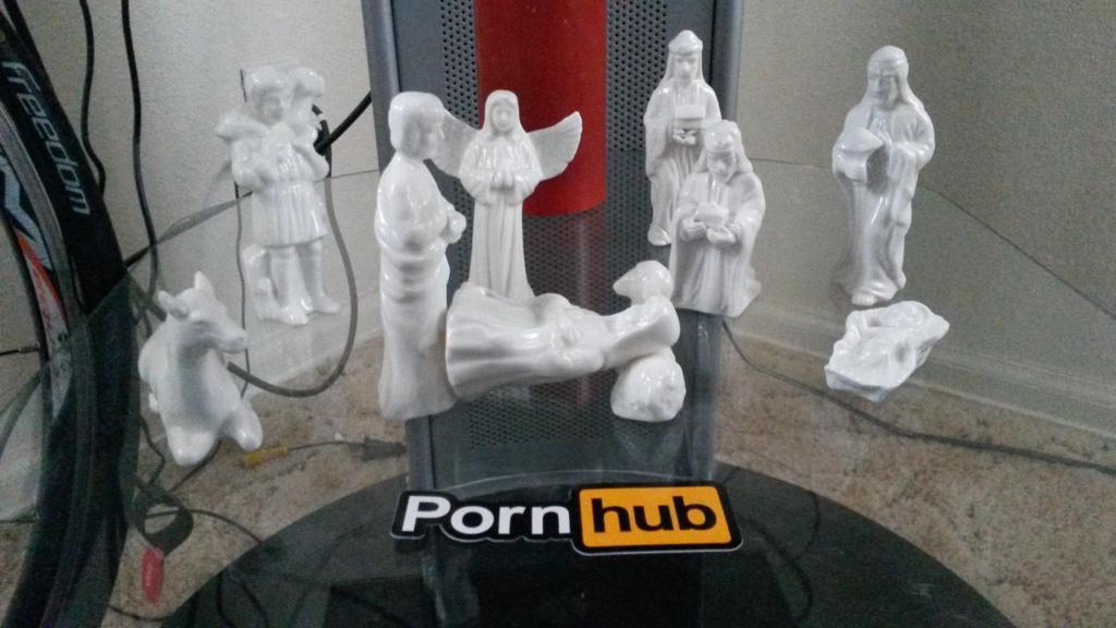 RT @cheapchase: @pornhub #PornhubSwag Happy Holiday's http://t.co/xAJ0PleDZJ
