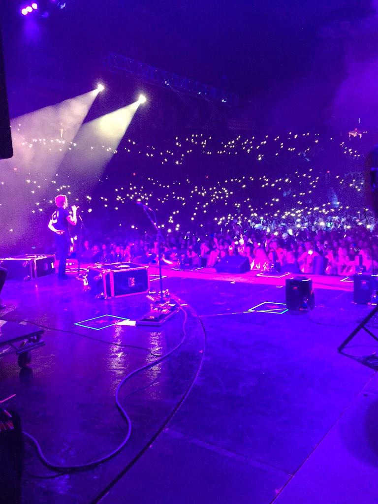 Look at the crowd! This is PERFECT! @5SOS, we love you! Are you watching the B96 Pepsi #JingleBash? http://t.co/zI0WBy7iD2