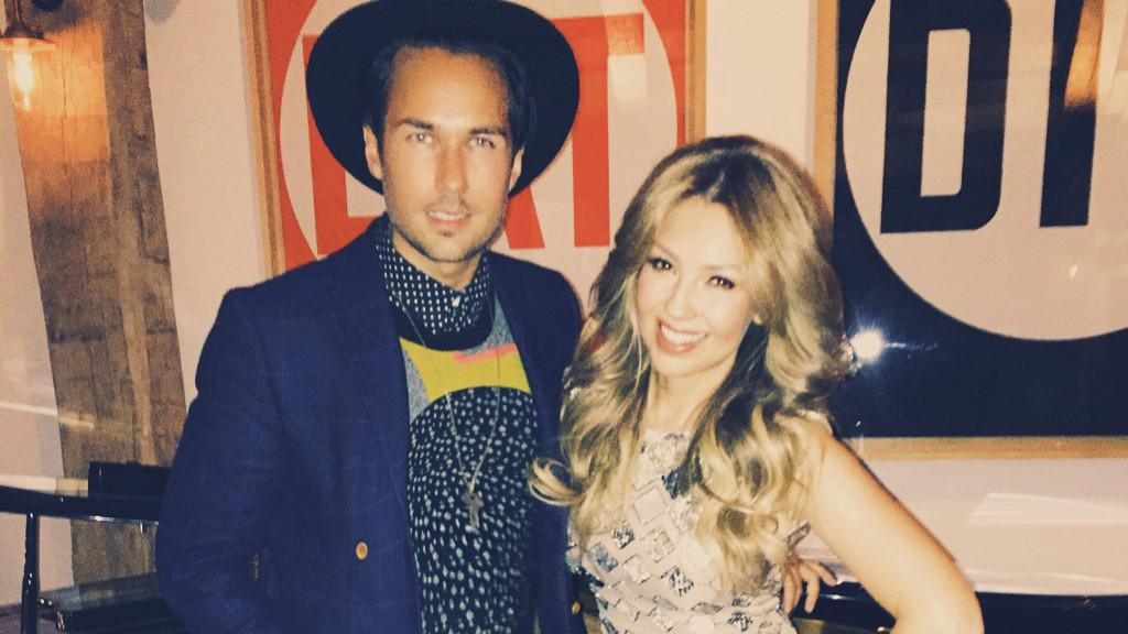 Spontaneous music sess + wonderful dinner tonight with the lovely @Thalia and Tommy. #NYC http://t.co/n9zogcyHgE