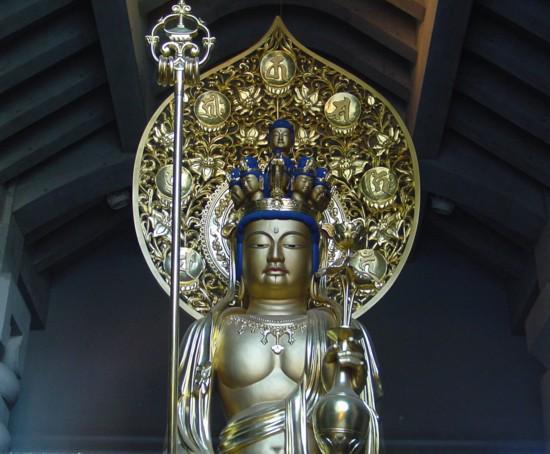 test ツイッターメディア - 光源寺駒込大観音:江戸名所図会にも記載された仏像で、毎年7月9日と10日には四万六千日(=約126年分のご利益)の縁日が開かれる。近所に住んだ夏目漱石も『三四郎』の中で当尊を書いている。東京大空襲で焼失したが、平成5年に再建された。 https://t.co/O2kjI5gZNf