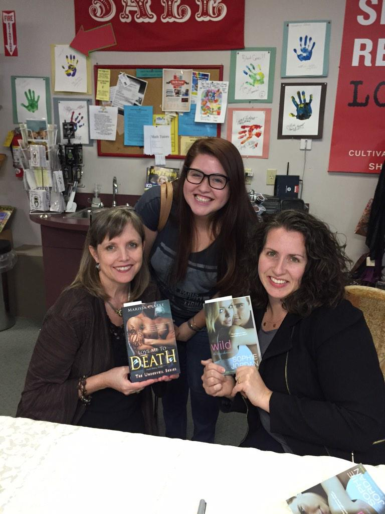 So fun at the @KatyBudgetBooks signing with @SoVerySophie http://t.co/Nk2I52aOtc