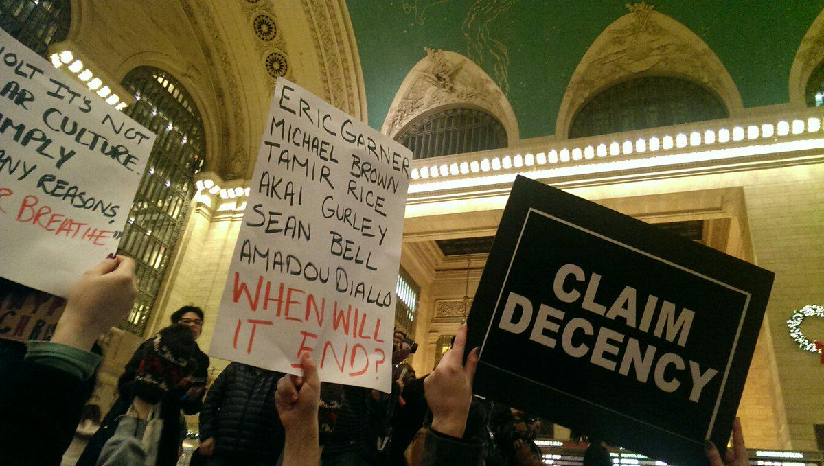 My view from the floor. #HandsUpDontShoot #thisstopstoday #GrandCentral http://t.co/OqmRNE63T4