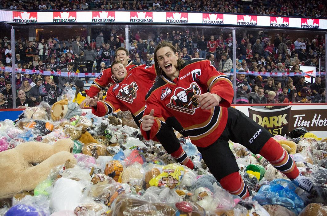 Thank you fans! We collected 25,214 stuffed animals at the 2014 #TeddyBearToss! http://t.co/xnVCprW9Lf