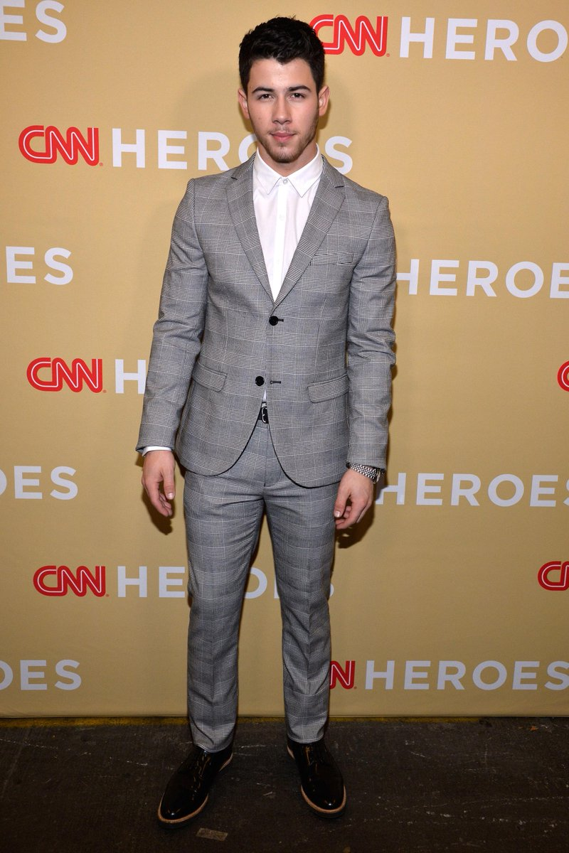 Actor, Singer-songwriter @NickJonas recognizes Joshua Williams of (@joshuasheart) as a CNN Young Wonder! #CNNHeroes http://t.co/OYo1cjWR4o