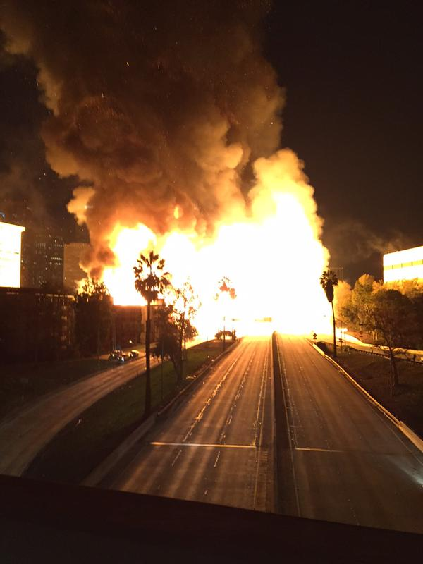 Big structure fire at Temple & Fremont in DTLA has shut down the 110 Fwy & several streets (pic courtesy @nicksugai) http://t.co/Nf0Yy6wOle