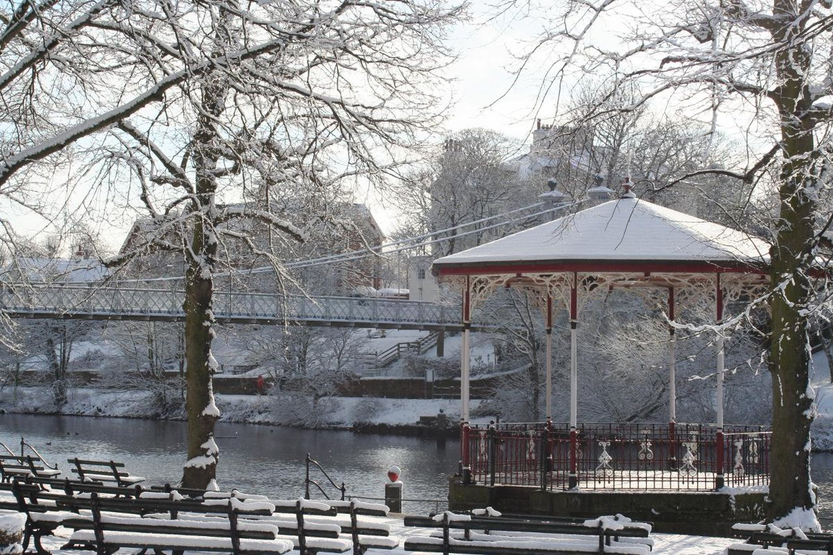 Morning! Here's one of our favourite winter photos of @VisitChester_ river ❄ ⛄ #Chester http://t.co/f0keoN3CXn