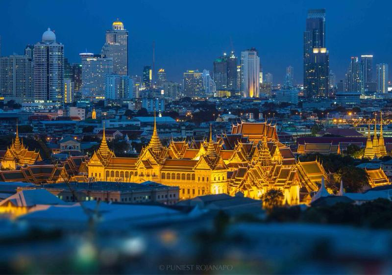 Amazing night shot of the Grand Palace in #Bangkok #Thailand #ttot http://t.co/hoiBDcKnl1