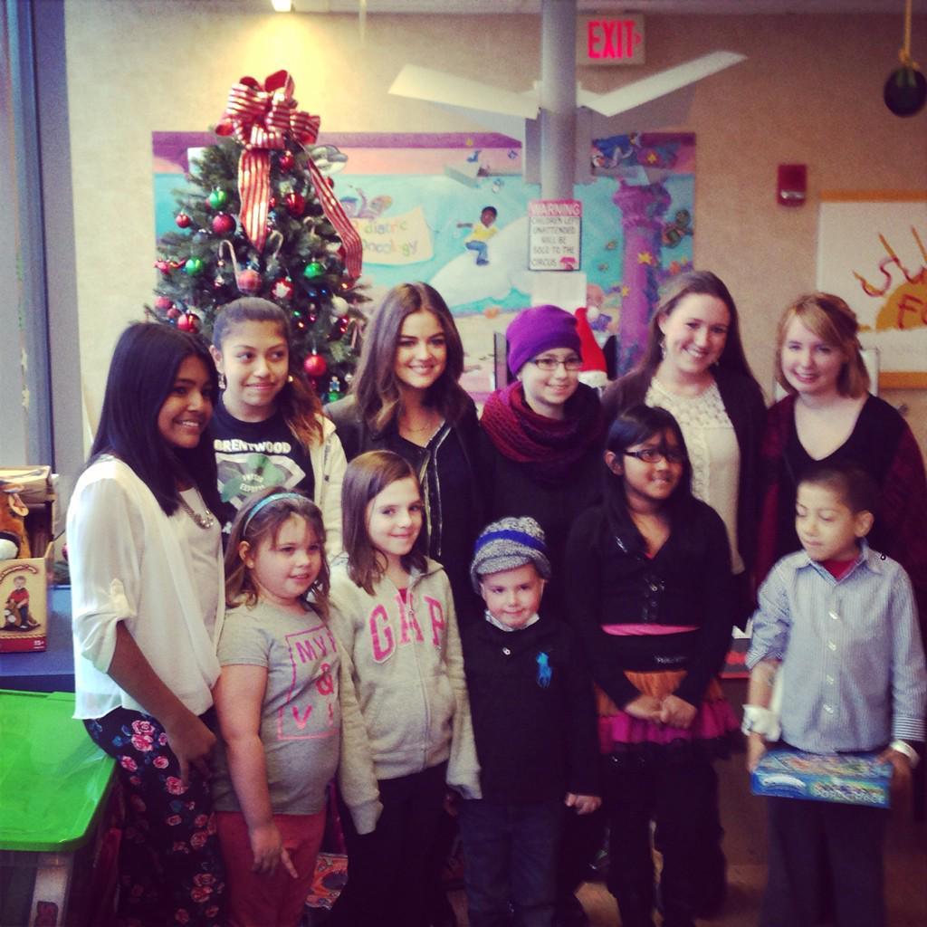 Thank you @lucyhale for spending some time with some really cool kids. Stony Brook Pediatrics. http://t.co/mzbvDk9p4Z