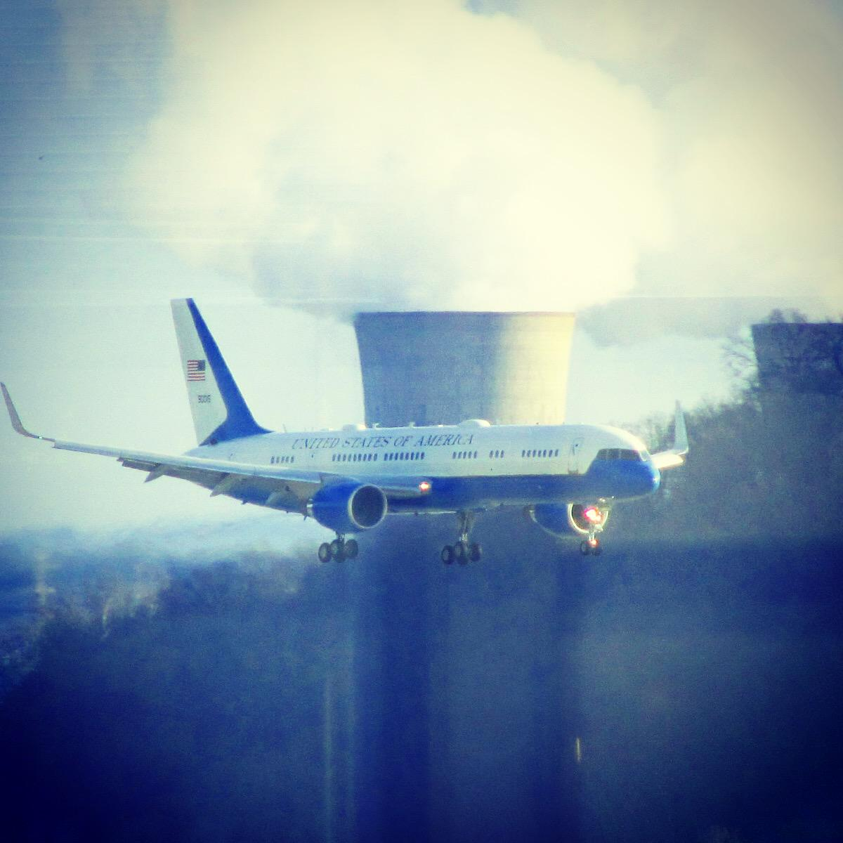 In case you missed our visitor from last week...enjoy! #AirportThrowdown http://t.co/8AKaUFi68x