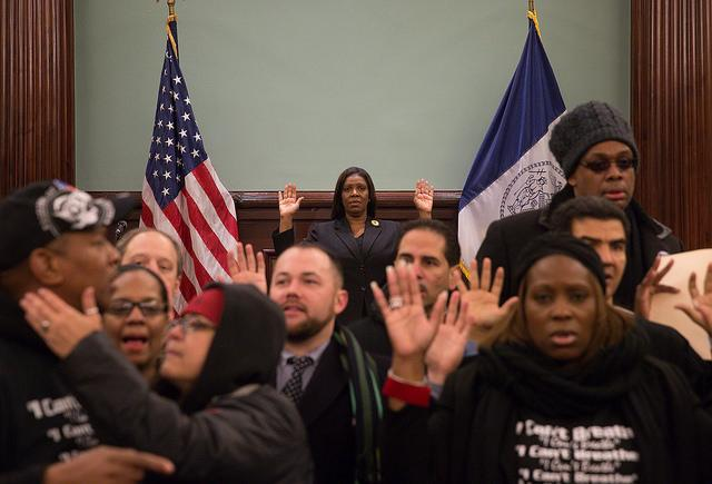Some @NYCCouncil members decided to protest the #ericgarner decision http://t.co/imOrZVx9Qr http://t.co/DeBXPFmtJE