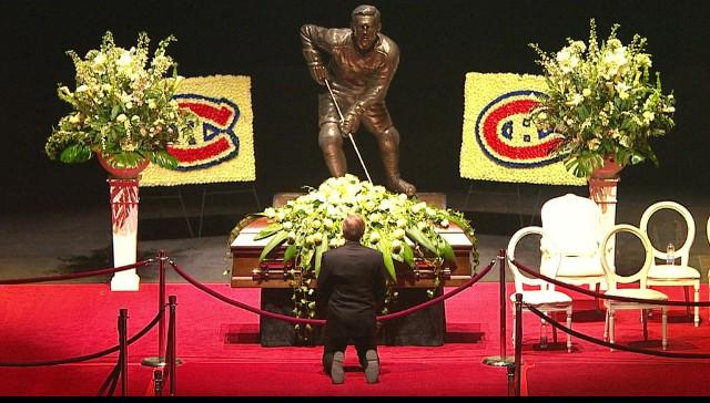 Guy Lafleur pays his respects to Jean Beliveau. Stunning picture. http://t.co/epW8noPPEK