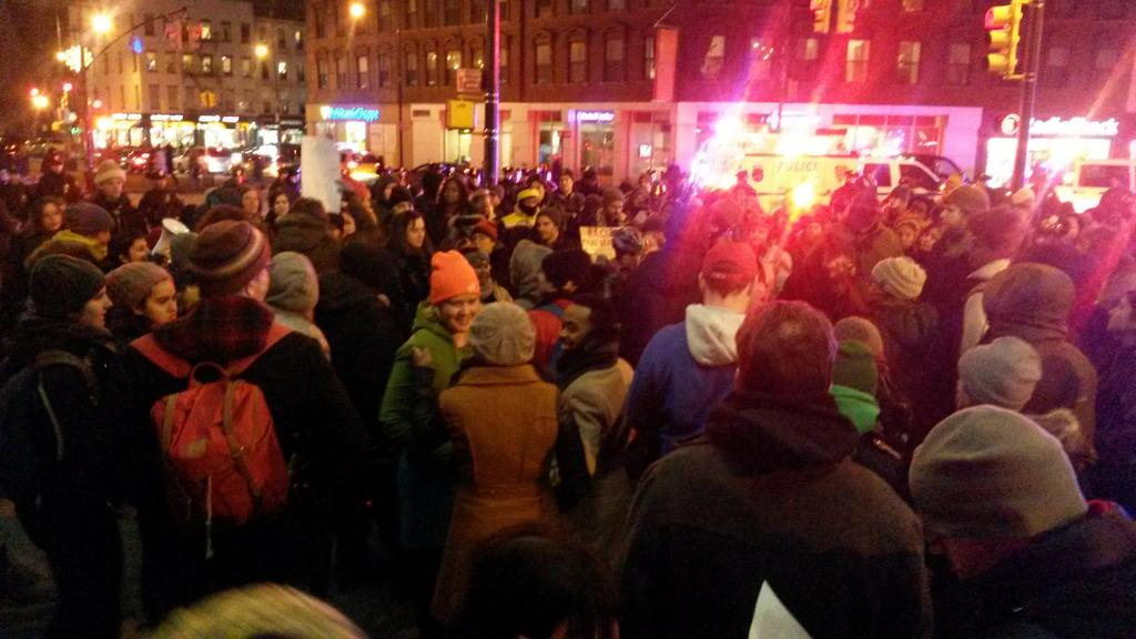 "Chanting ""stand up/fight back"" in #Brooklyn #ICantBreathe http://t.co/3dsXlLPmwm"