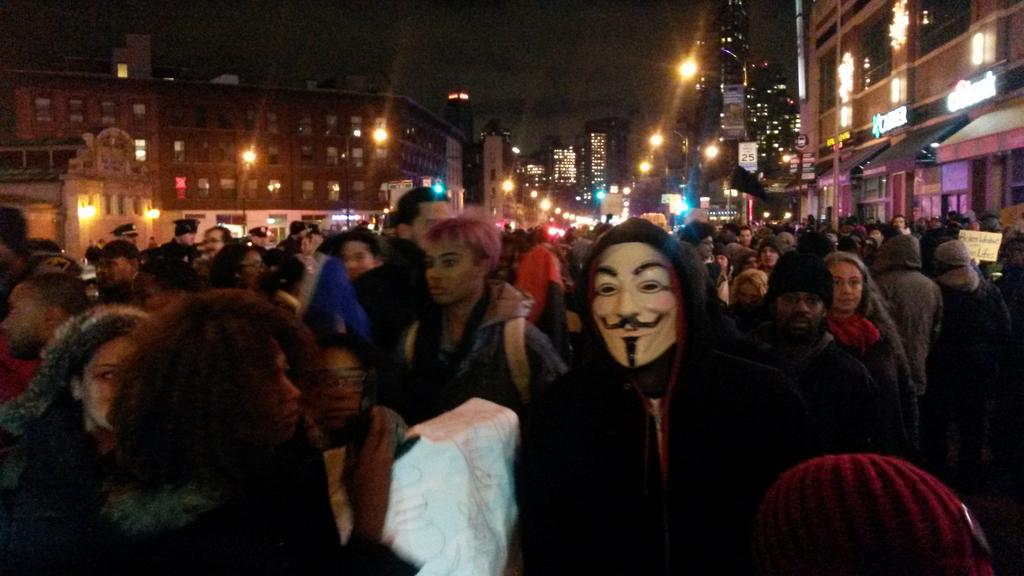 """If the cameras weren't here they'd be fuckin' us up in the streets right now."" Proterster in #Brooklyn #ICantBreathe http://t.co/H1qLiMAdMS"