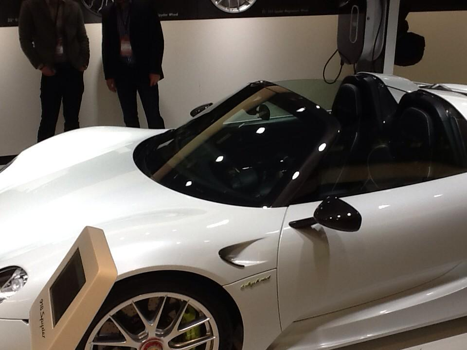 Hey @cntrlq #TY #appreciate @Kat1sss @LeAuraLuciano #tfb #tfbjp #F4F here's @Porsche 918 Spyder plugin hybrid #ev http://t.co/vAtpyky2Xy