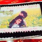 Cake kuch aisa dikhta hai!! Delicious, the cake & the chemistry #1000weeksofDDLJ @iamsrk http://t.co/2WdczzBOCU
