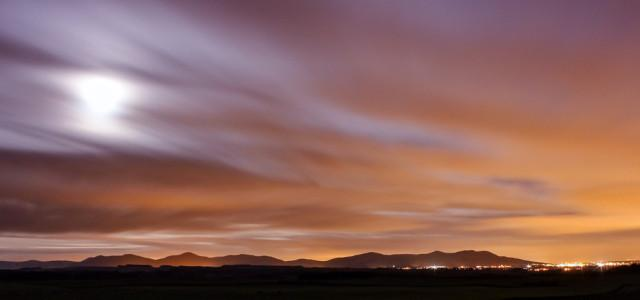 #Edinburgh, the big #moon behind some clouds and the #Pentlands at 5 am. Beautiful!  http://t.co/aO8IhDbOhC #scotland http://t.co/G4kntQ6nFy