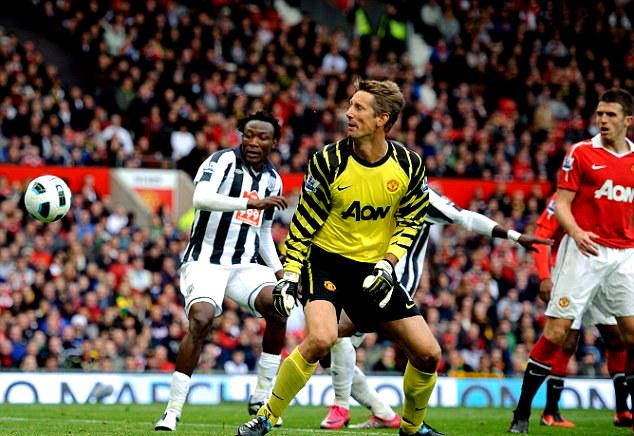 Arema's new arrival Tchoyi scored his first goal for west bromwich against Manchester United at Old Trafford in 2010 http://t.co/upUHeSKWZ0