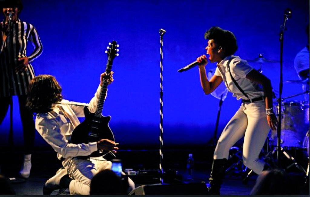 This is the time during #coldwar when #janellemonae shouts out Kellindo!!!! http://t.co/h4hfjSIcgr