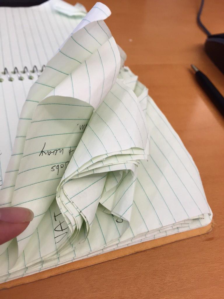 日本にいた時はわからなかった。なぜMoleskineが高級な手帳なのかアメリカの普通のノートを使うとわかる。 http://t.co/AZZFLcZ2bM