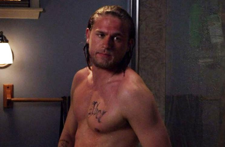 charlie hunnam doesn t snap naked selfies but says you may be able to find  him