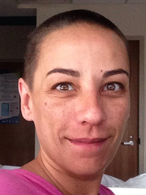 El cáncer puede tirarte el pelo Pero no puede tirar LAS GANAS DE VIVIR!!MI AMOR  SOLIDARIDAD Y MI PELO  POR USTEDES! http://t.co/ooF48Sfevv