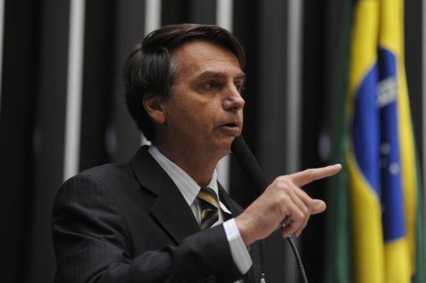 """""""Não vou estuprar você porque você não merece"""", diz Bolsonaro à Maria do Rosário. http://t.co/3spmdP29Bh http://t.co/gDL8wG3Zsi"""