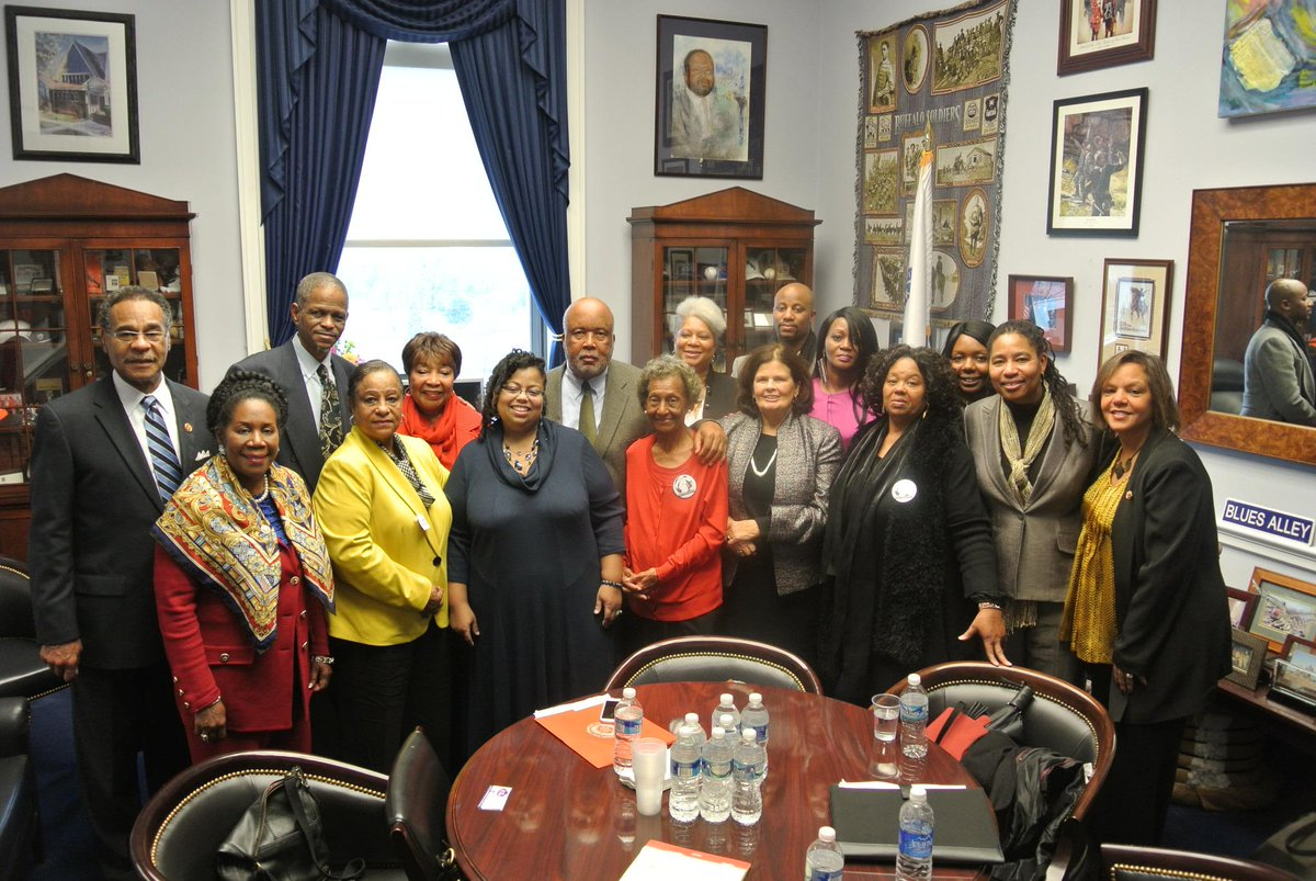 Great meeting w/ Emmett Till's family & families of other cold cases from the civil rights era @coldcasejustice http://t.co/k0gdFRXmf0