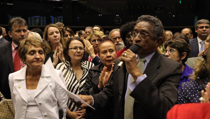 Bancada do PT solidariza-se com Maria do Rosário e repudia ato torpe de Bolsonaro http://t.co/udFQ8BeFWy @pt_nacional http://t.co/3VeUB1McsU