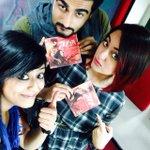 #MirchiSelfieQueen @Sangsterr de Rahi hai #Tevar ki cd's autographed by @arjunk26 & @sonakshisinha. Tune in NOW!! http://t.co/i4pptZ0wRL