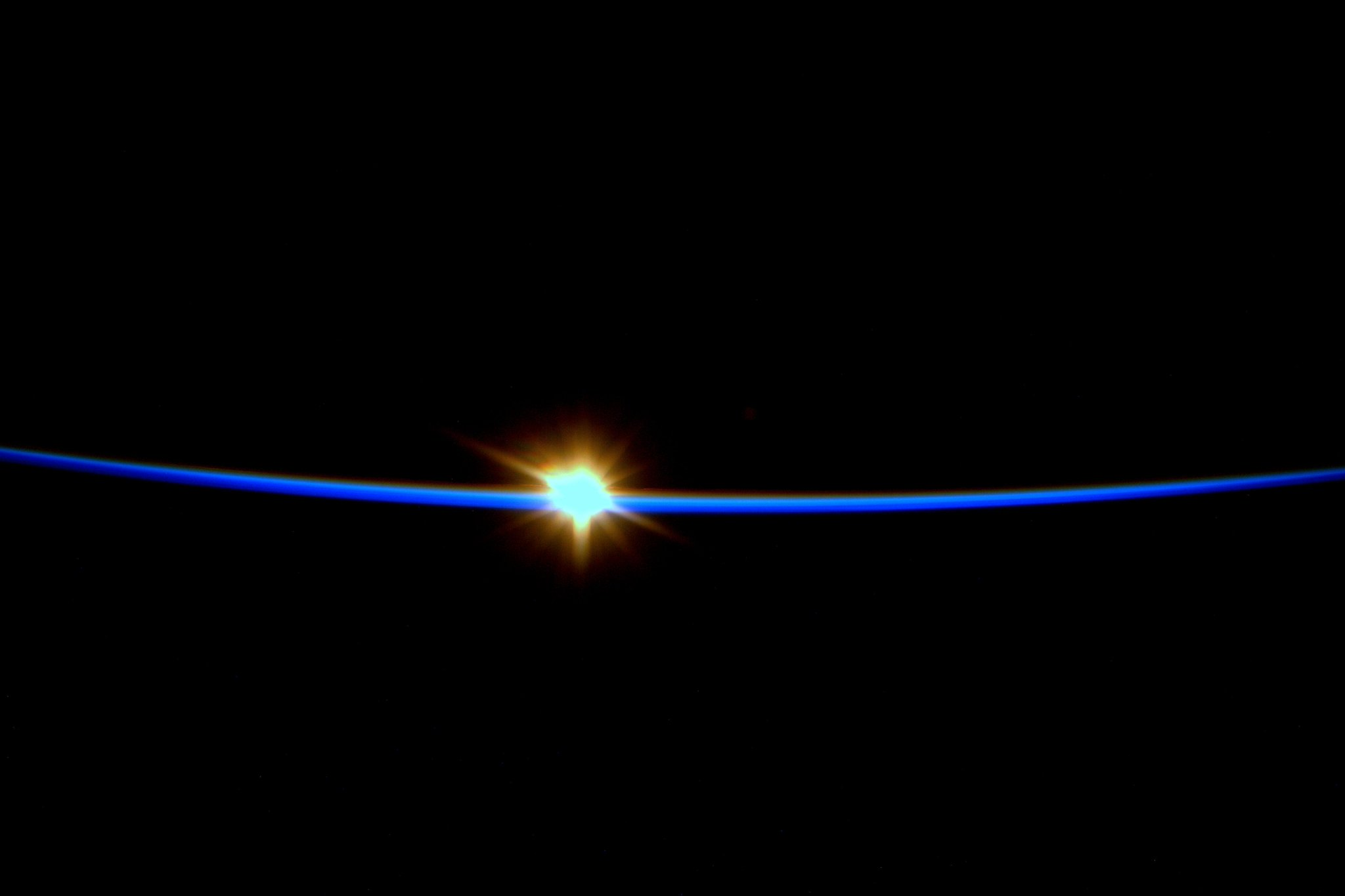 RT @AstroSamantha: Sunrise: I try to catch one every day. Reminds me of what a privilege it is to serve on humanity's outpost in space! http://t.co/2EfzjnCzW2