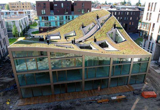 Hoe realiseren we meer #groenedaken? Oa met #architectuur @groenvastgoed @RHDHV_NL @Movares @IntoGreenNL http://t.co/51691NFA1g