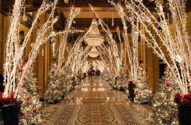 Don't miss these hotel Christmas decorations: @HoustonianHotel @fairmontscotsdl @swandolphin