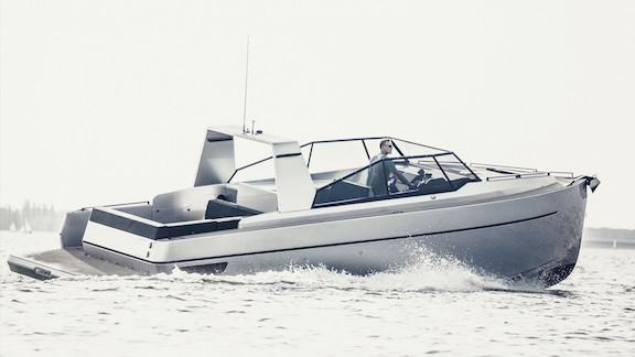 Looking for a solid day #boat or weekender? Bravo #Yachts new B36 might fit the bill!! #yacht http://t.co/mORc4GEJEw