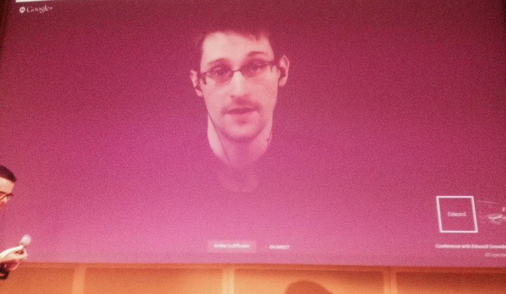 Pour suivre #Snowden invité par @amnestyfrance : http://t.co/QLlsMMZkHY  #10JoursPourSigner http://t.co/g1EIiiluPY