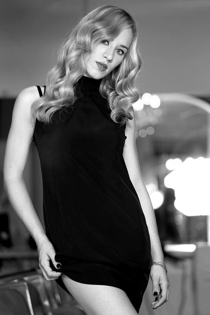#onthestreet #ritratto #fotografo #model #dress #blondie #biancoenero #fashion #beauty http://t.co/d0H4tW3wsu