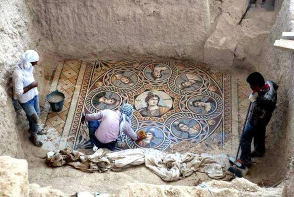Stunning ancient Greek floor mosaic just excavated in Sthrn Turkey, near Syrian border.  http://t.co/InTx142ndt @socialblurst #Art #History