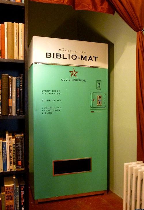 トロントにあるアンティークの本屋さんに置いてある何が出てくるかわからない「本の自販機」  http://t.co/S7JXg3qJ68 コンセプトも面白いが、自販機のレトロなデザインが良い。 http://t.co/40kAJ3lzFA