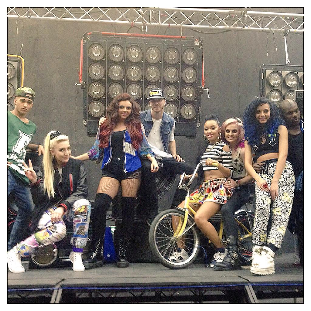 #TBT to being on set wt @LittleMix styling the How ya doin' video! #littlemix #mixers http://t.co/sIsTF1iwhE
