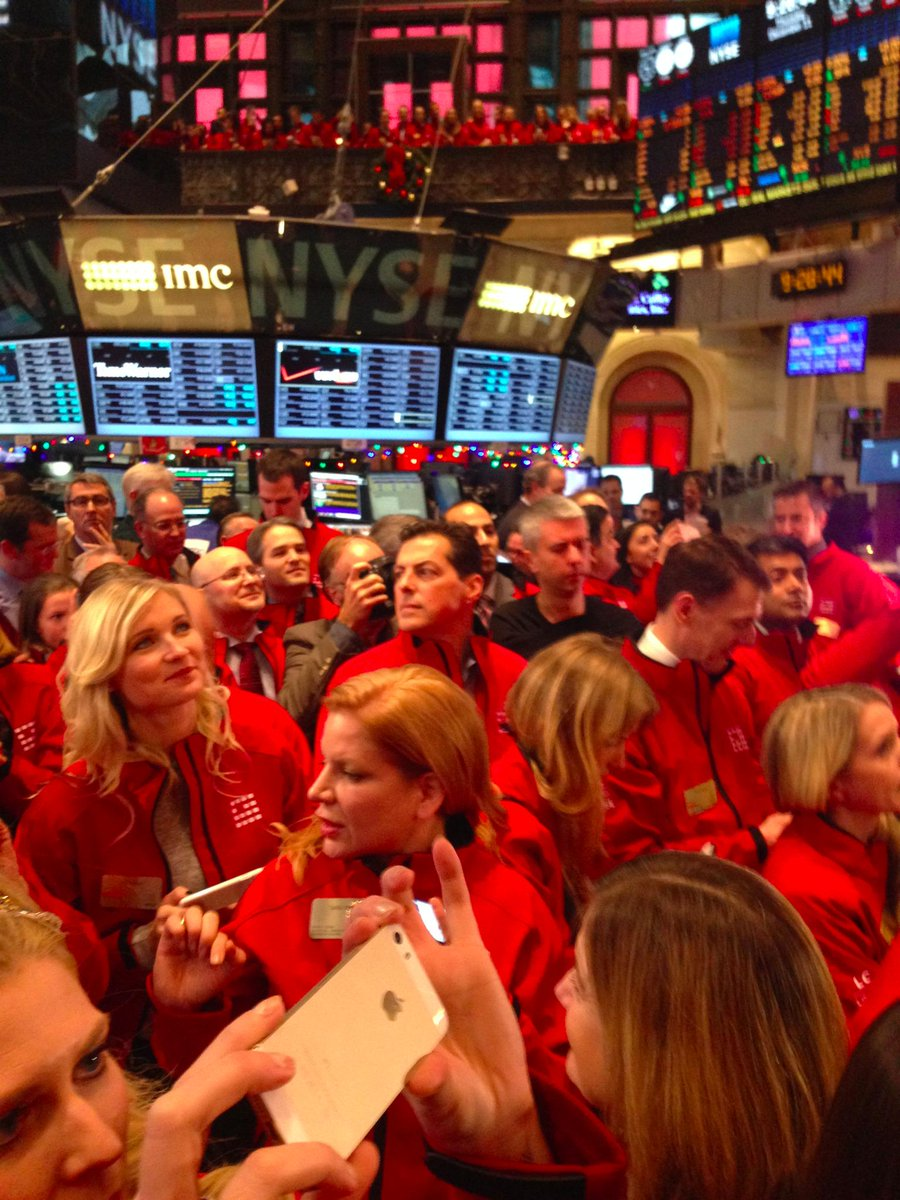 A sea of red at the @NYSE. #LendingClub #IPO (prospectus.lc) http://t.co/bkdRi1qR0k