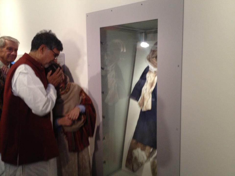 Tears of #Malala , comforted by #Kailash when she sees her bloodstained uniform @fredssenteret http://t.co/14Hi7hzl7p