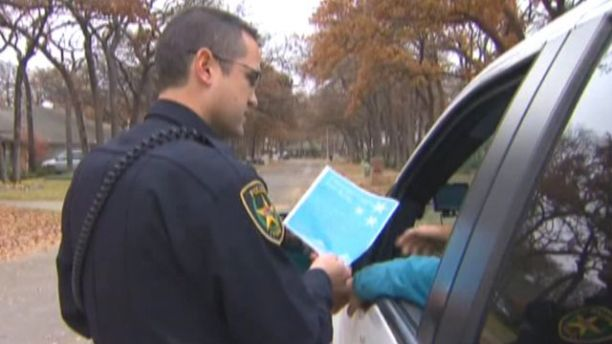 Texas town asks traffic violators to donate toys in lieu of tickets http://t.co/ka42koXI48 http://t.co/xvF2dI9Hut