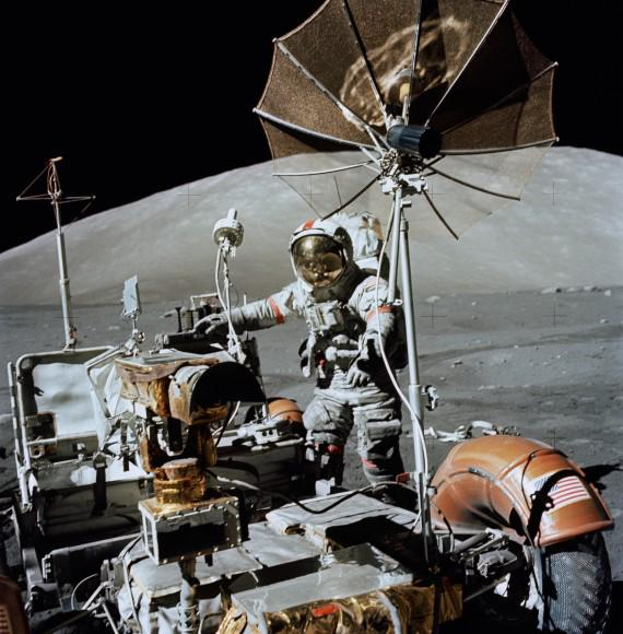 """Humans Last Landed On The Moon 42 Years Ago Today"" http://t.co/8Ym83yjvDT http://t.co/fb0NoNJI21"