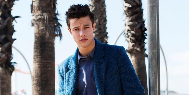 .@camerondallas is lookin' good for the #JJSpotlight! See his #exclusive pics & interview: http://t.co/tcEa0fEJ50 http://t.co/yYOC5h7nCu
