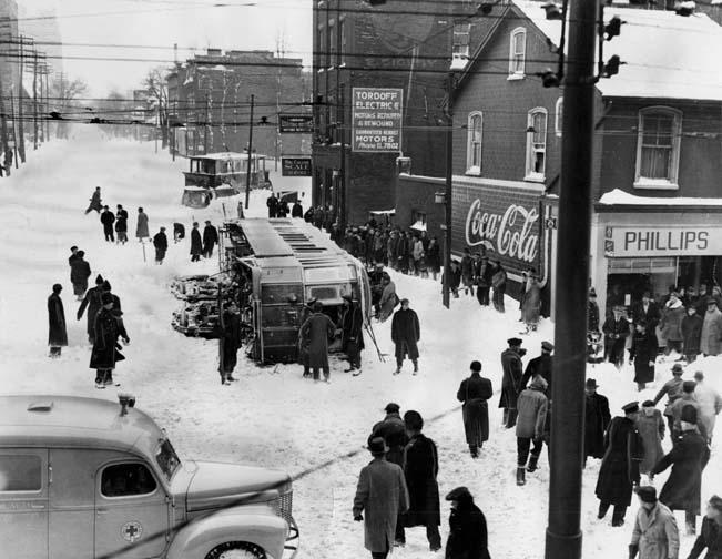 This is phenomenal - 70 years ago today, Toronto got walloped with 57 cm: http://t.co/Rd2ZZTUqtX http://t.co/35DCeAI7IR