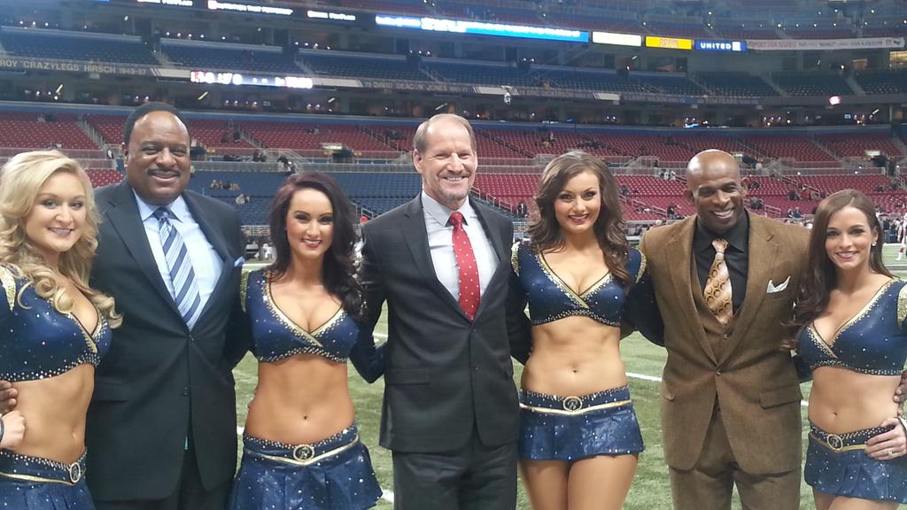 #TNF warm welcome @STLRamsCheer with @DeionSanders @CowherCBS http://t.co/3QfY8XezOD