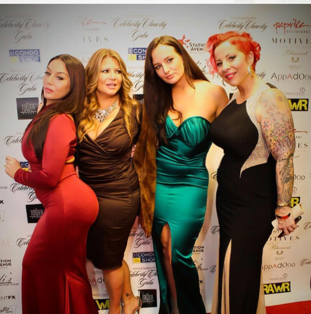 Steady Mobbin@DidonatoNatalie @KarenGravanoVH1 @margiemartino  #RealrecognizeReal #charitygala #acinae #style http://t.co/bpuQBicvPi