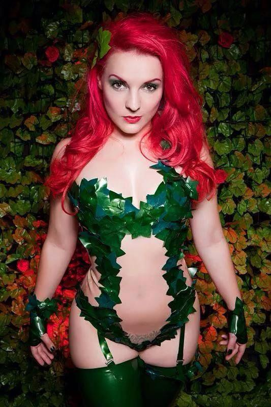 """Cosplayer @candyvalentina_ as Poison Ivy #Batman Photo @_justinelouise_ """"You know you can't resist me. No man can..."""" http://t.co/SmShYdt8tV"""