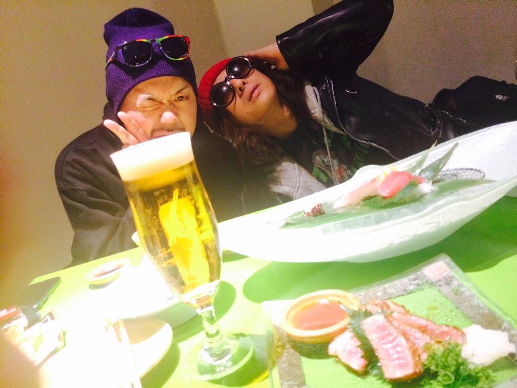 黒夢京都公演初日終わりましたー 打ち上げでーす。 邪義と清春さん♬ http://t.co/HLZMzYvLdm